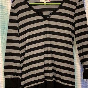 3/4 sleeve black and gray shirt